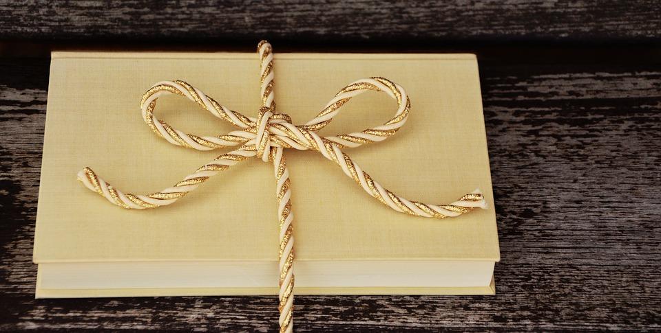 Що подарувати рієлтору - книгу