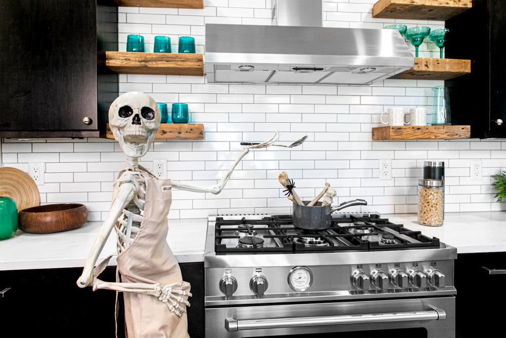«скелеты в шкафу», фото: © Donna Kerr Group