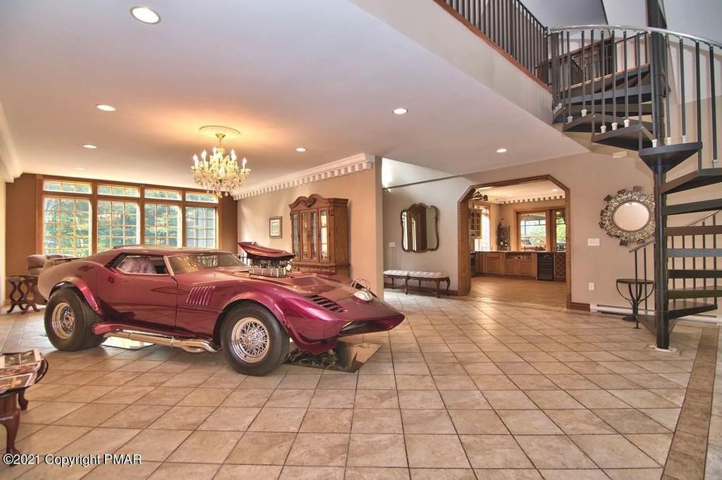 будинок-гараж